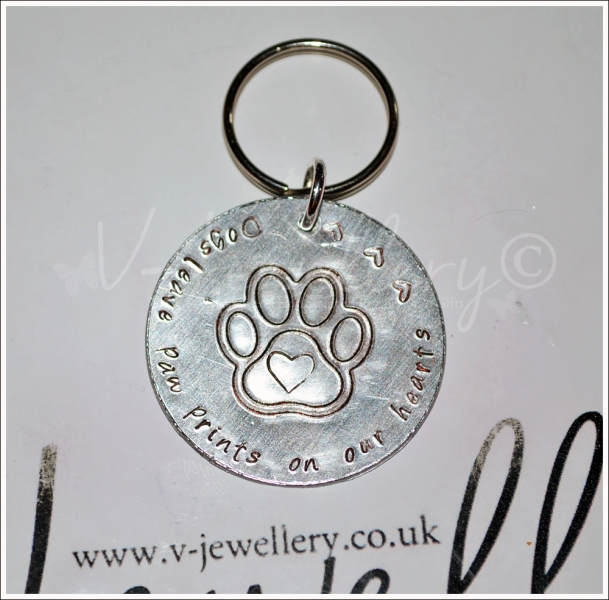 """Dogs/Cat Leave paws prints on our hearts"" Etched Paw Disc Keyring"