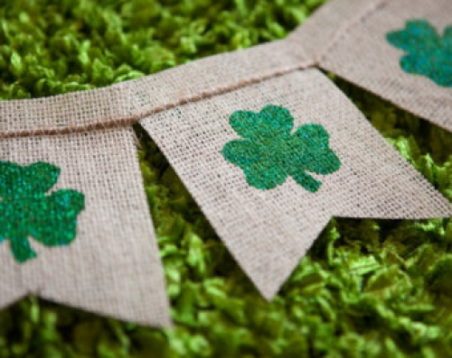 St Patricks day burlap banner - Shamrocks - St Pattys day - Irish - kiss me banner